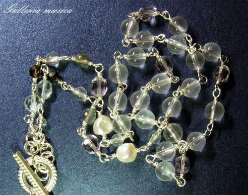 琵琶型淡水真珠のネックレス。