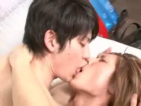ピチピチ海パンを履いたイケメンズが海パン着用でガン突きファック!!何度もキスを交わし甲高い声で喘ぎまくるラブラブセックスです!!