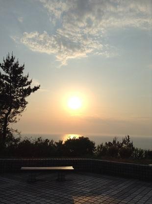 海に沈む夕陽・・・・