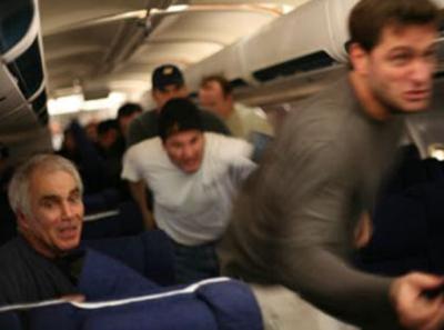機長が「翼をください」を泣きながら歌い出した