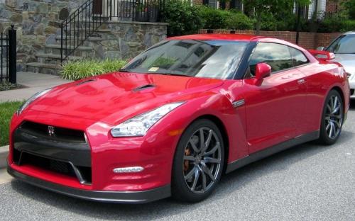 2012-Nissan-GT-R_01