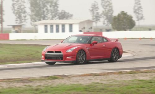 2012-Nissan-GT-R_03