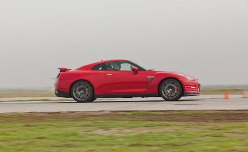 2012-Nissan-GT-R_04
