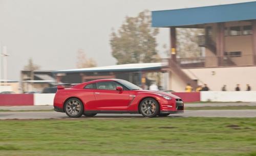 2012-Nissan-GT-R_05