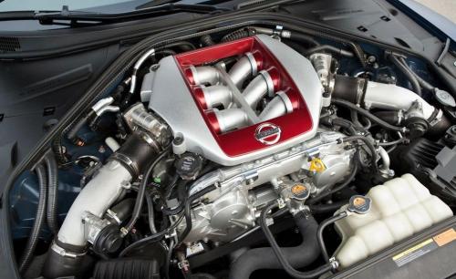 2012-Nissan-GT-R_07