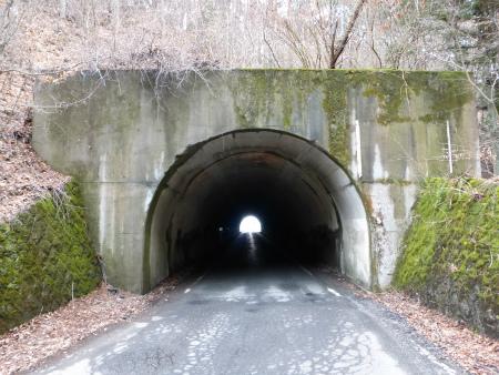 会吉隧道09