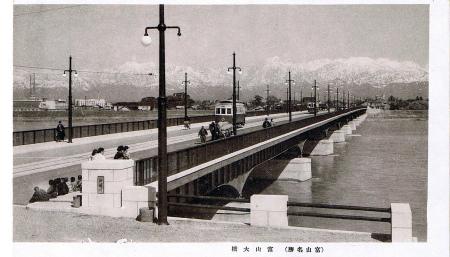 富山の路面電車01