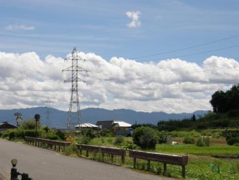 150328_01山と空