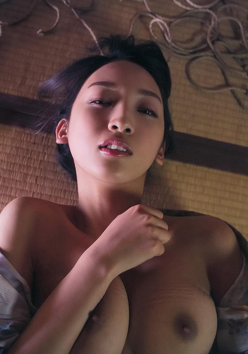 (No.21326) お乳 / 辻本杏