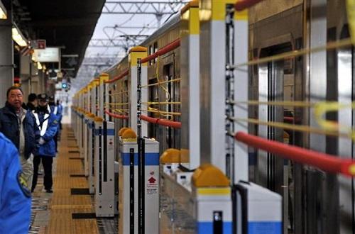 0320高槻駅の新ホームにも設置 ホーム柵