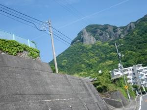 岩山と飛行機雲&青空