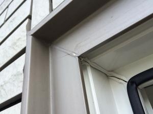 窓右上の割れ2