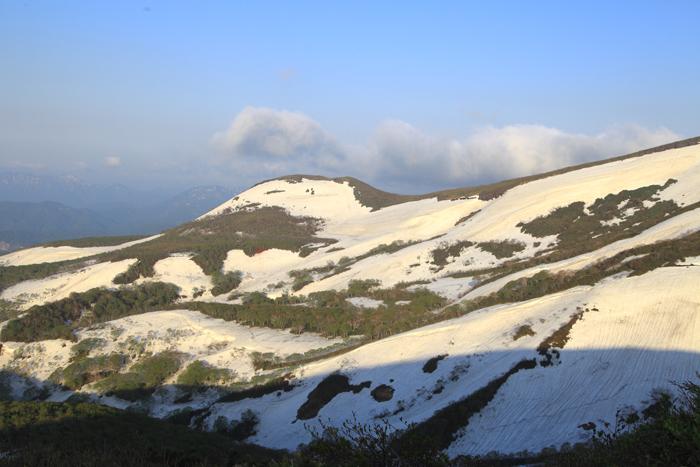15年5月17日 栗駒山山腹の残雪