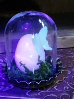 マンガンカルサイト卵UVライト照射中