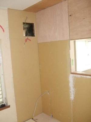 キッチン解体、配管、下地作り