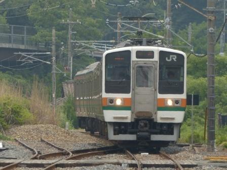 富田駅 211系電車