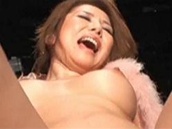 美原咲子:ストリップ劇場でアヘ顔を披露する美熟女