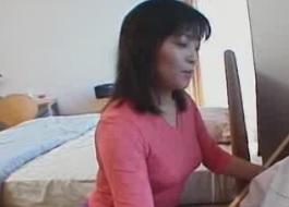 近親相姦動画息子のちんぽをつまむ母親FC2動画
