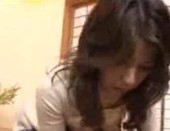 近親相姦動画実母の美尻に思わず勃起する息子FC2動画