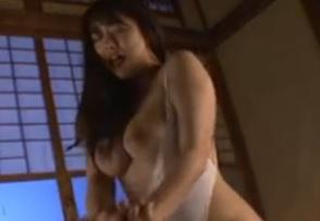 白石茉莉奈露出される柔肌…あまりにも蒸し暑い灼熱の夜が義父と義娘を狂わせてしまう近親相姦FC2動画