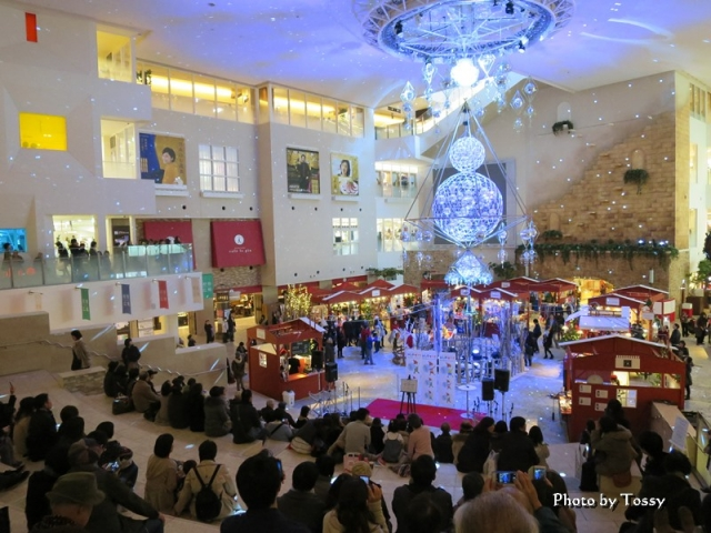 阪急百貨店祝祭広場 光のヒンメリ