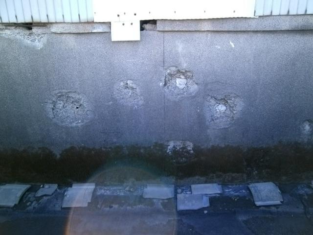 笠之原弾痕のある塀 (2)