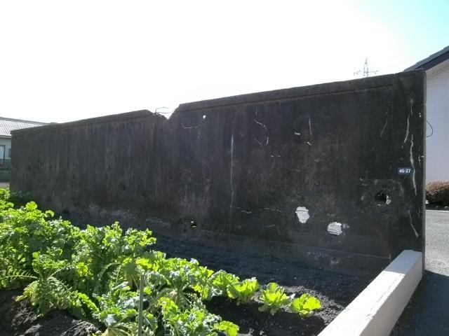 笠之原弾痕のある塀 (3)