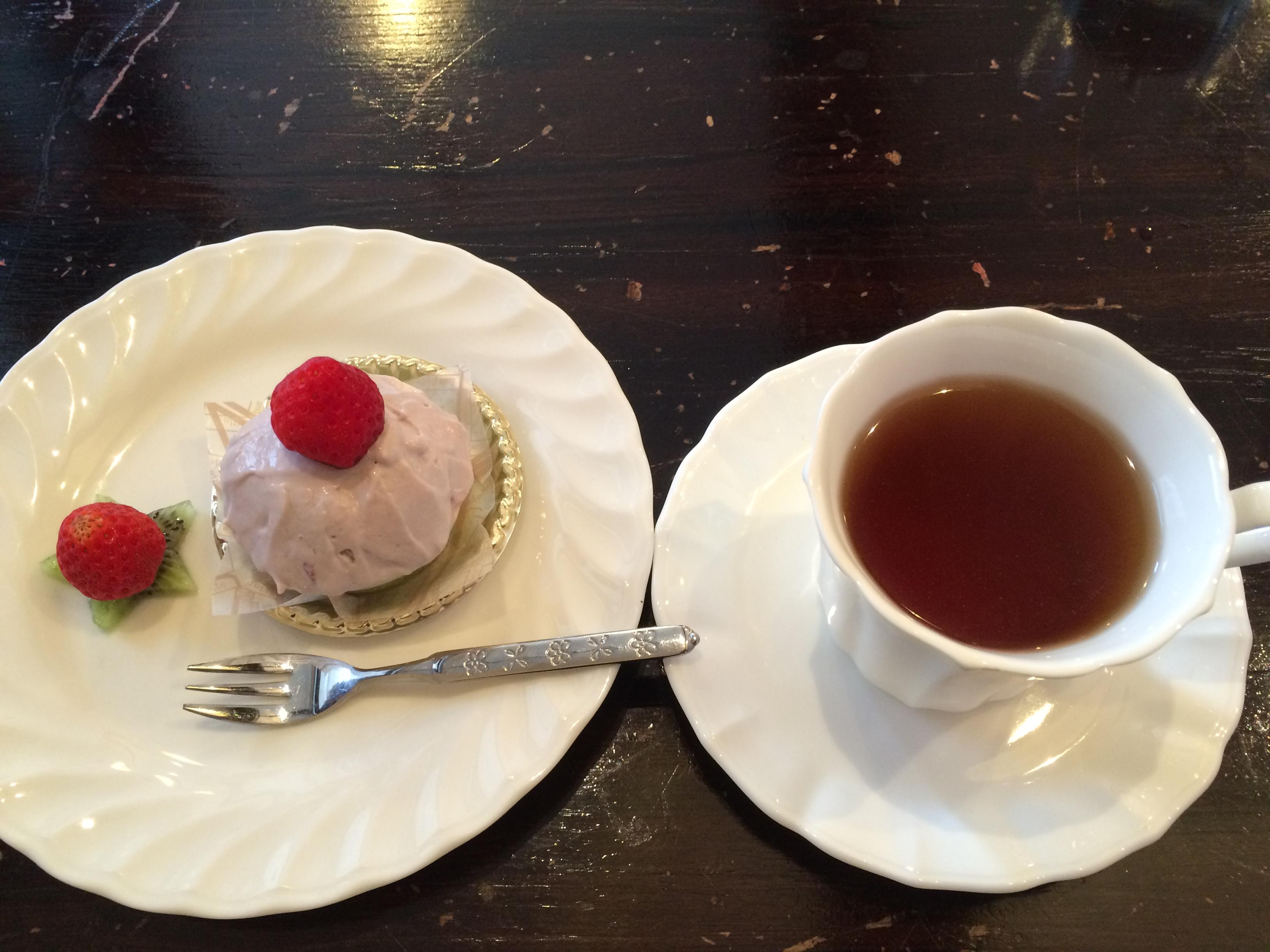 Tierra Shantiひなケーキとトゥルシーハーブティー