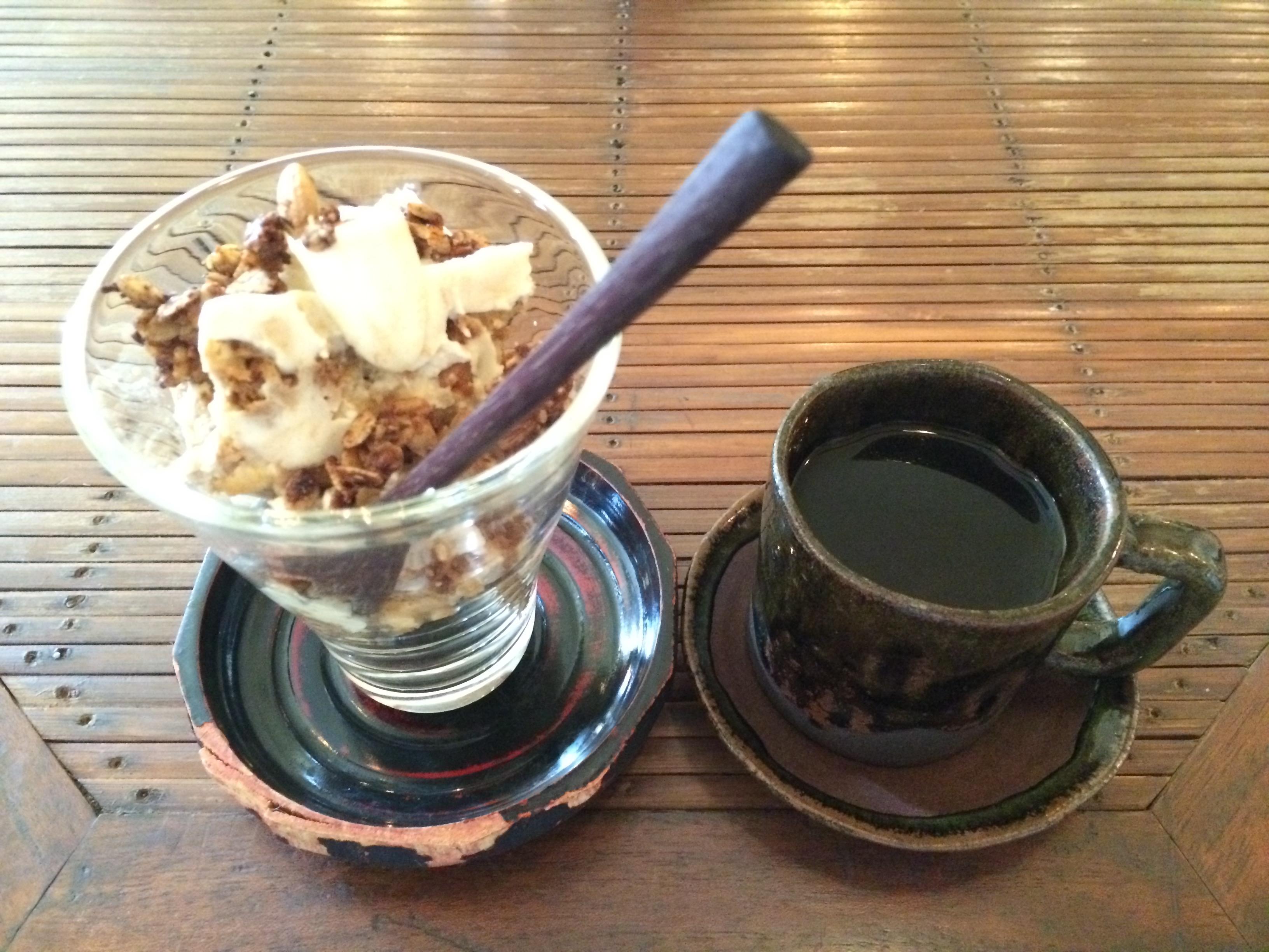じじカフェ穀物コーヒー、豆腐DEヘルシーティラミス