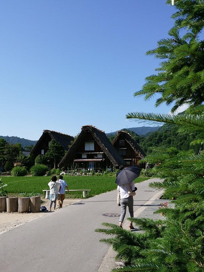 そろそろ夏休みモードの白川郷で、熱ーい世界遺産を楽しんでくださいね! ③