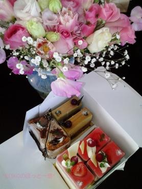 乙女達からのケーキ&花束