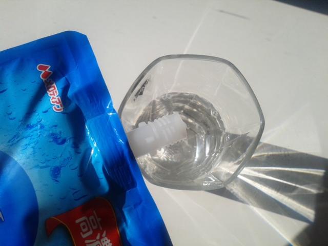 水素たっぷりおいしい水 コップに