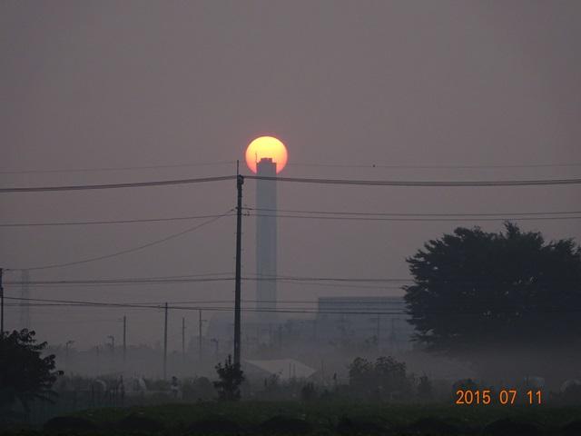クリーンセンターの煙突と太陽3