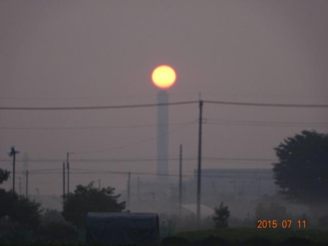 クリーンセンターの煙突と太陽4