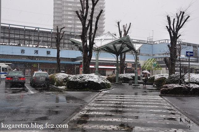 雪の古河駅