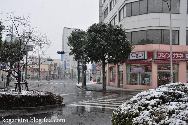 雪の古河駅2