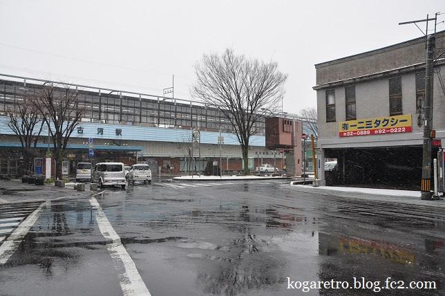雪の古河駅5