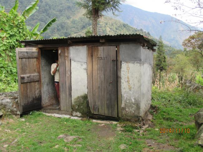 小屋のトイレ