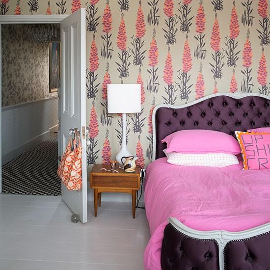 Modern-bedroom-with-feature-wallpaper.jpg
