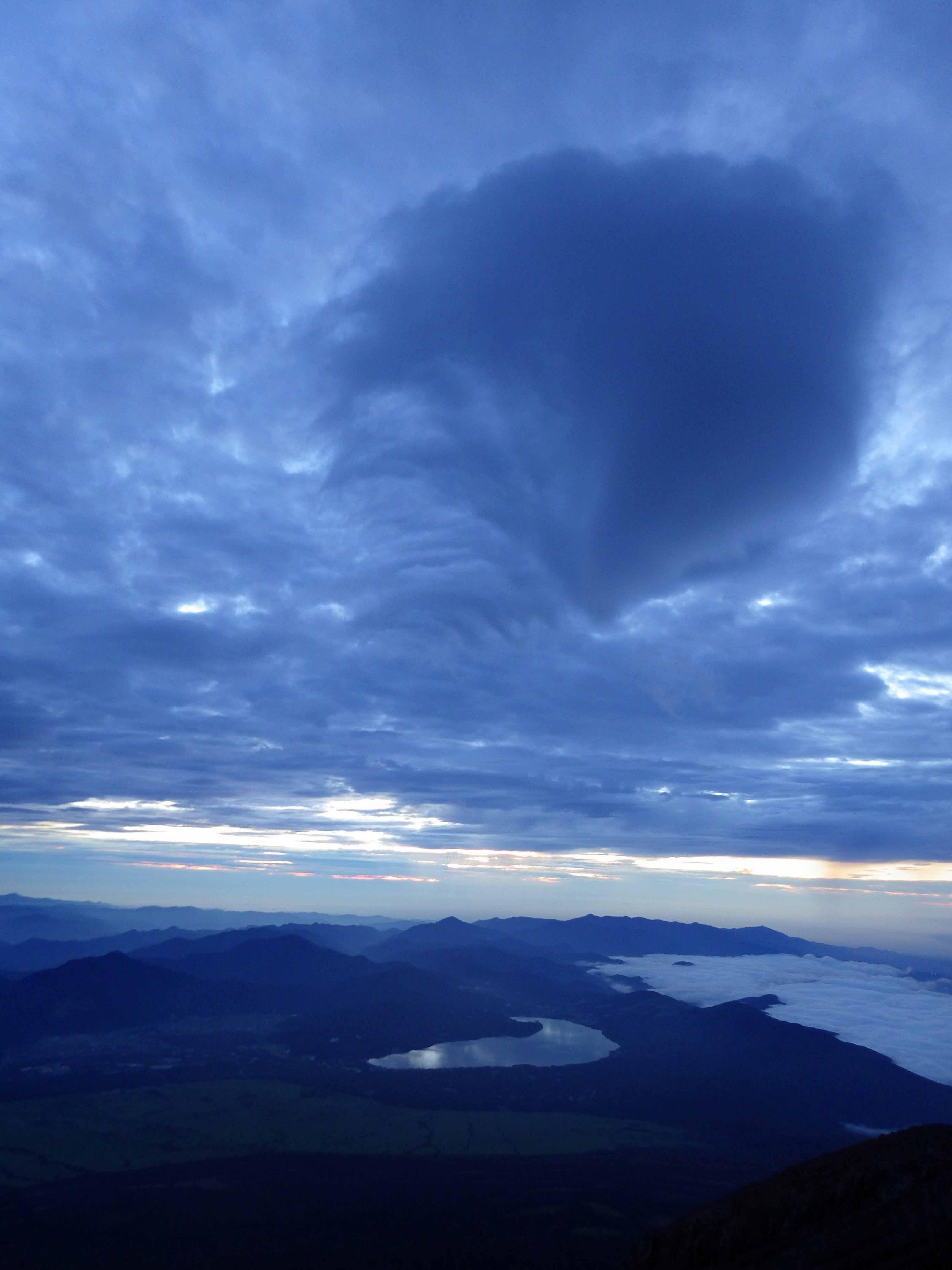 富士山からの夜明け