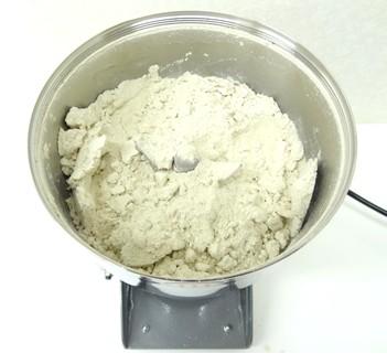 菊芋パウダーを作る微粉砕機