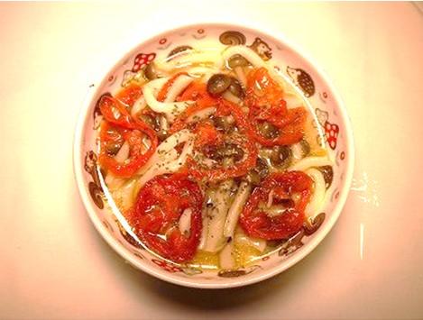 乾燥トマトとしめじうどん