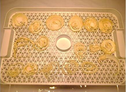 食品乾燥機で18時間玉ねぎ乾燥