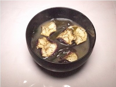 干しナスとわかめの味噌汁