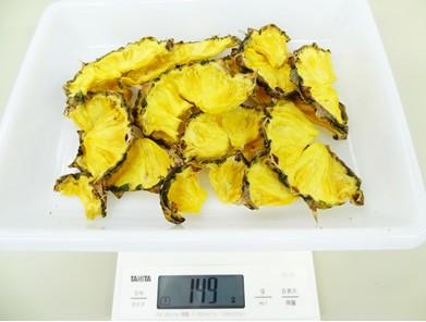 12時間乾燥させた干しパイナップル