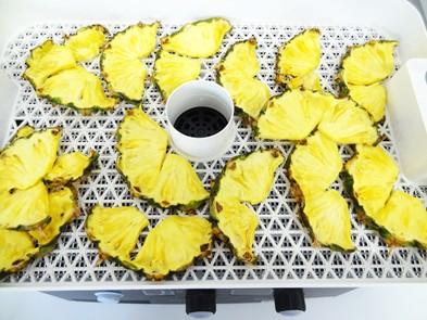 ドライフルーツメーカーで干しパイナップルを作る
