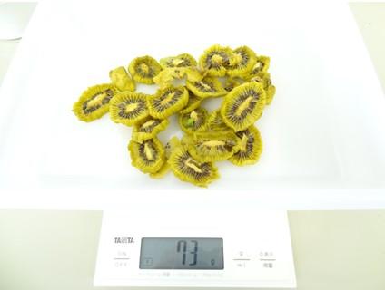 果物乾燥機で12時間乾燥させたキウイ