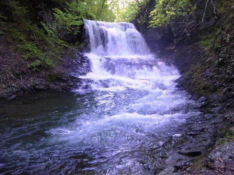 平和の滝近影