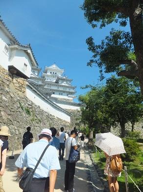 お城への長い道