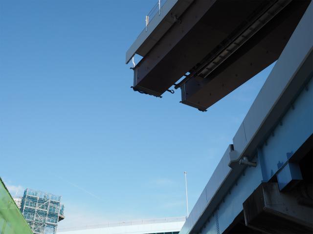 左側の足場が組まれた橋脚に延びていく筈。